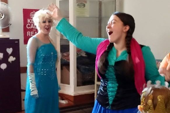 Ana and Elsa sing along at the library.